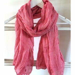 Casual shawl rood en wit gekreukt van Lovely Scarfs
