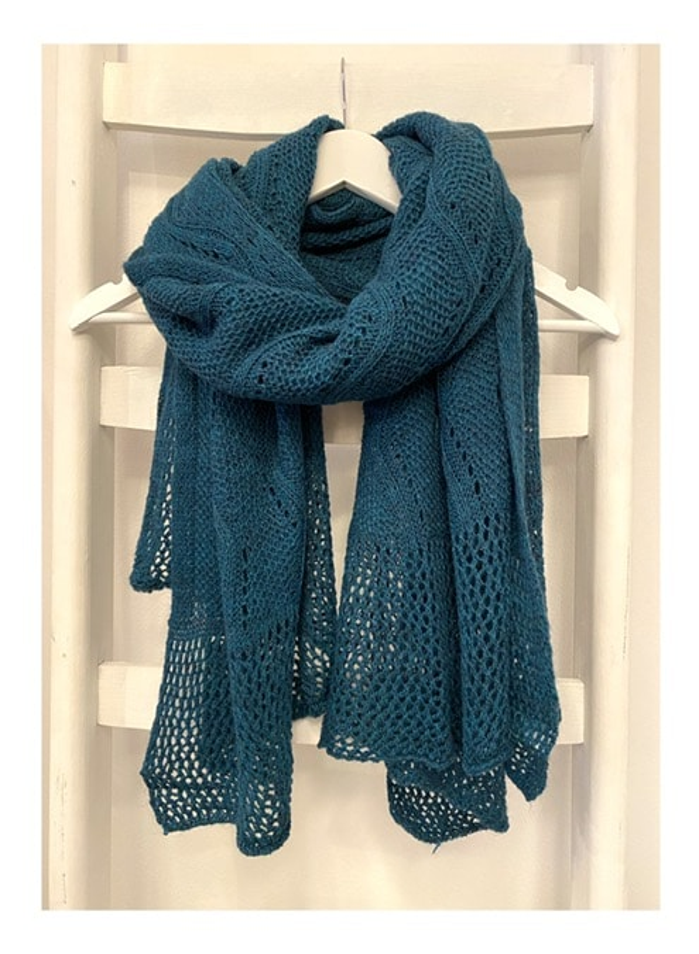 Ajour gebreide shawl, petrol blauw