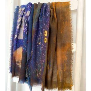 Otracosa shawl met kleurrijke veren