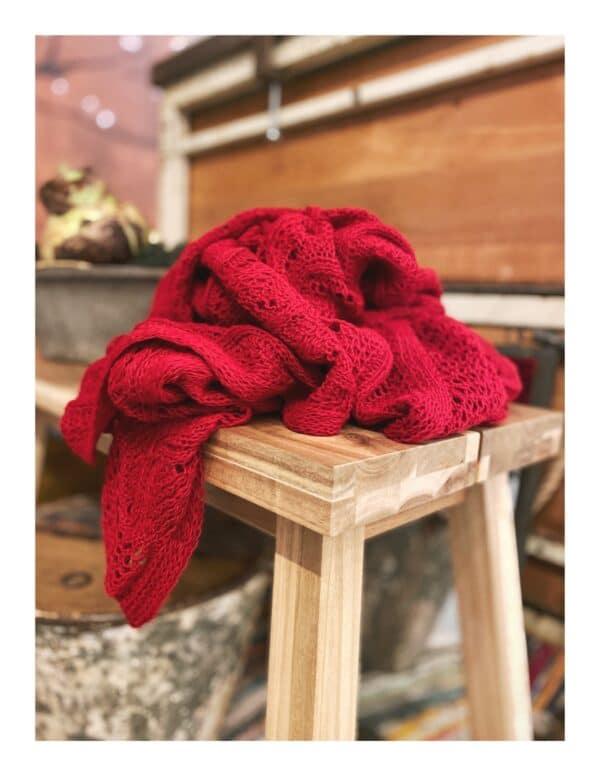 Ajour gebreide shawl, rood