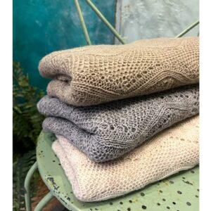 Otracosa shawl, Monet waterlelies