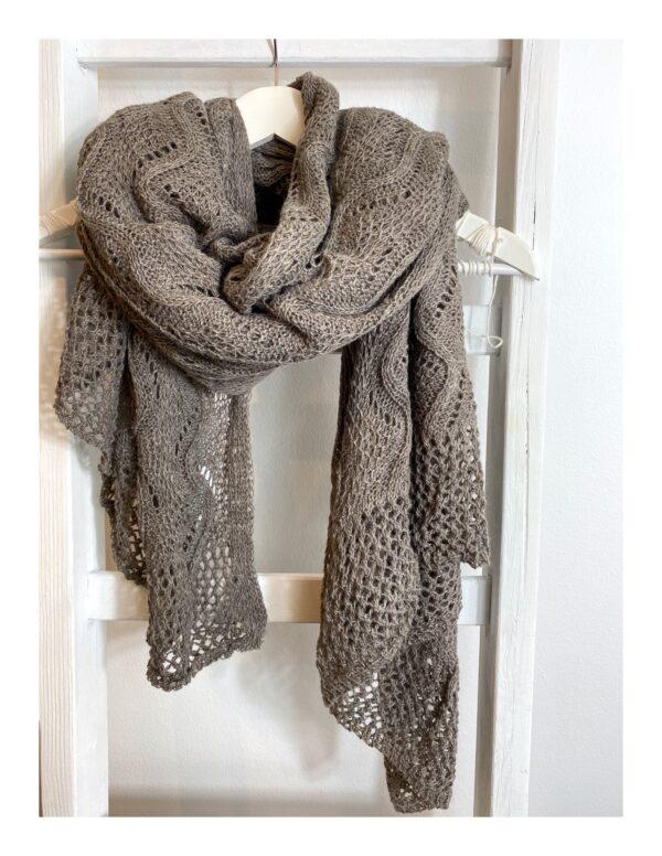 Ajour gebreide shawl, taupe