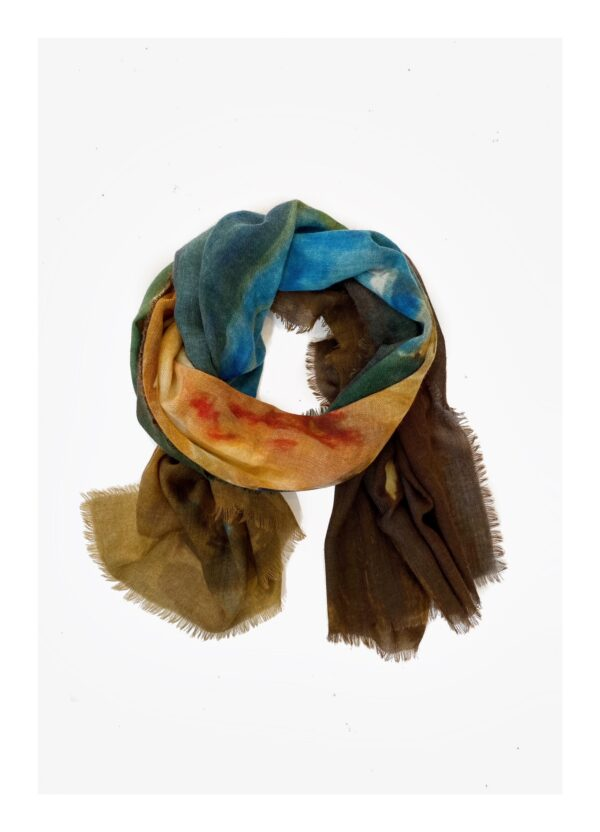 Lovely scarfs rozen in vaas