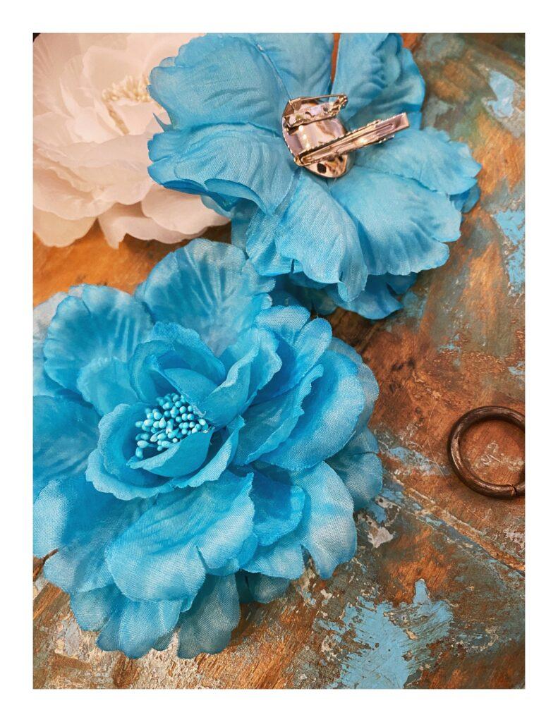 Bloem corsage, aqua blauw
