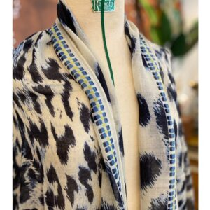 Moment by Moment shawl, dierenprint blauw
